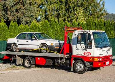 AacmeTowing_009_singletruck-with-car-on